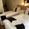d) Comfort Twin En-suite Room