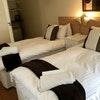 d) Comfort Twin En-suite Room
