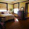 Queen Bed + Twin Bed w/ ensuite Bathroom